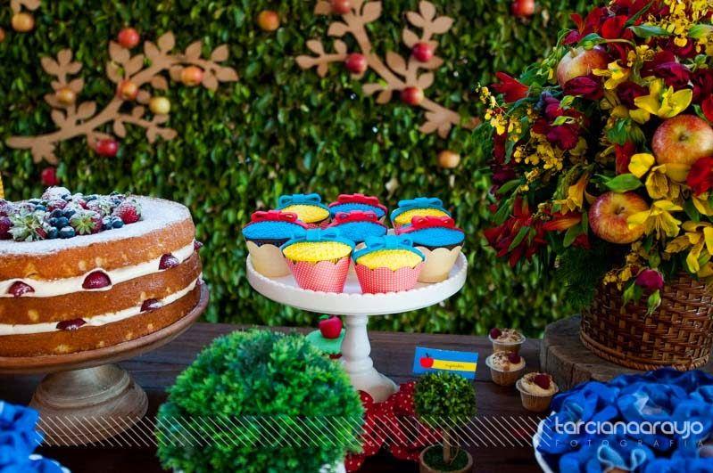 Festa_Branca_de_Neve_decor_mesa_bolo_detalhe_cupcakes