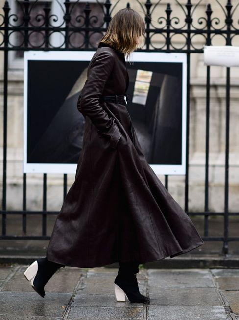 cool ass blackout. #AnyaZiourova swooping by in Paris.