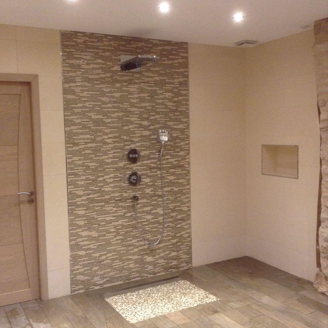 Douche italienne 140 100 avec ensemble thermostatique encastr e t te de douche 420 air for Construction salle de bain italienne