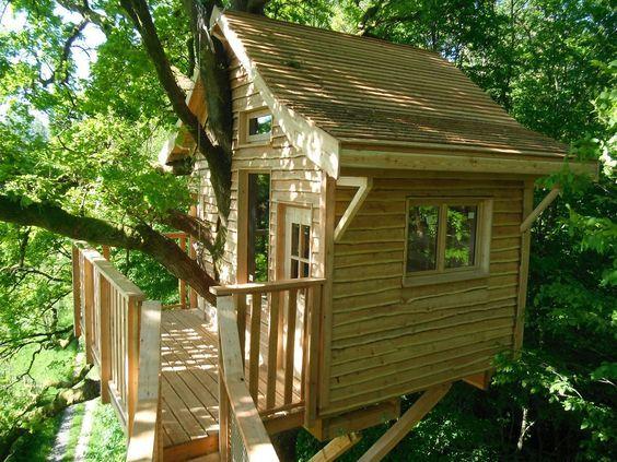 construire une cabane en bois pour le jardin jardin pinterest arbre cabane cabanes et. Black Bedroom Furniture Sets. Home Design Ideas