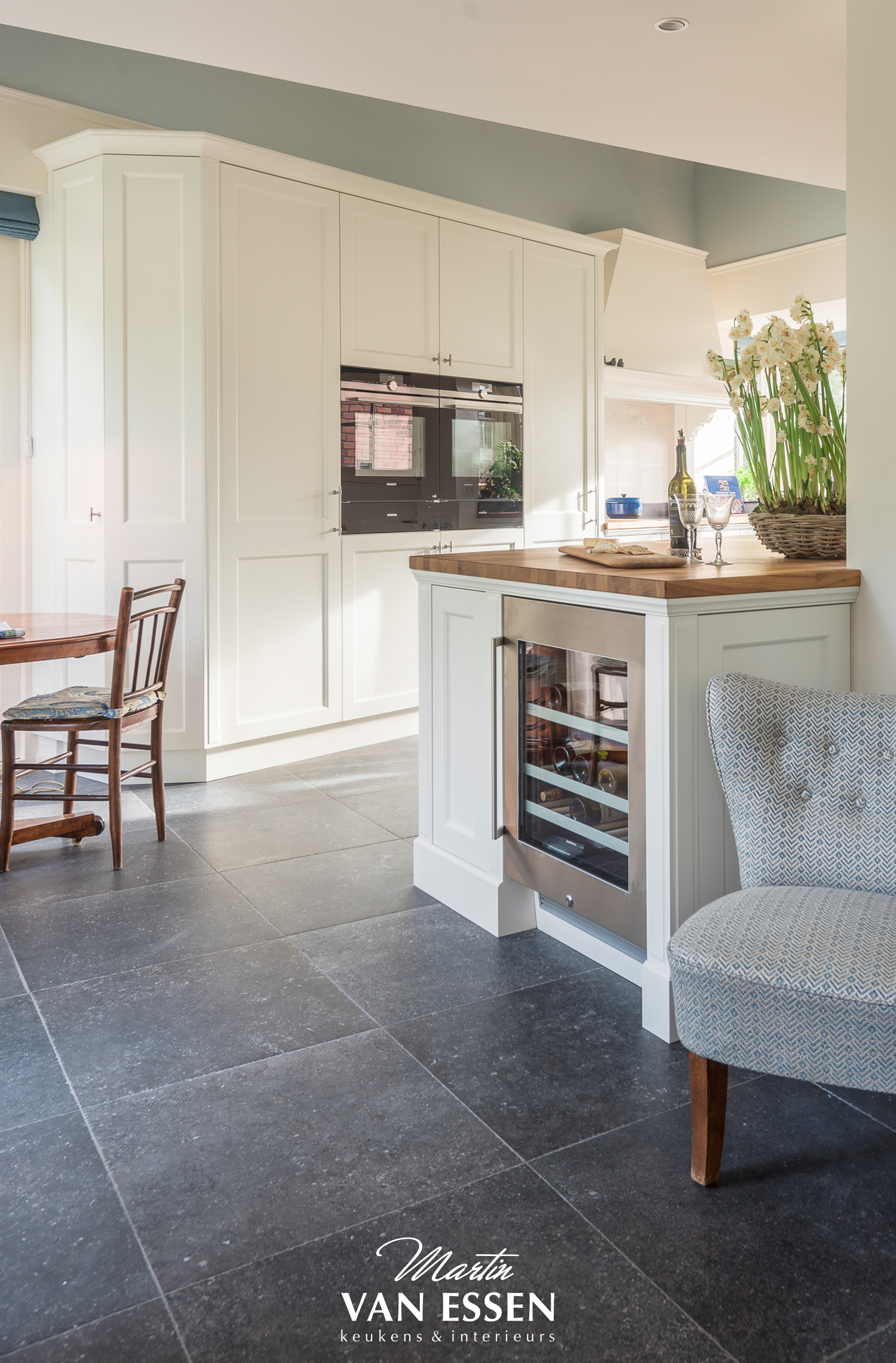 De landelijk moderne keuken van Martin van Essen kenmerkt zich door ...