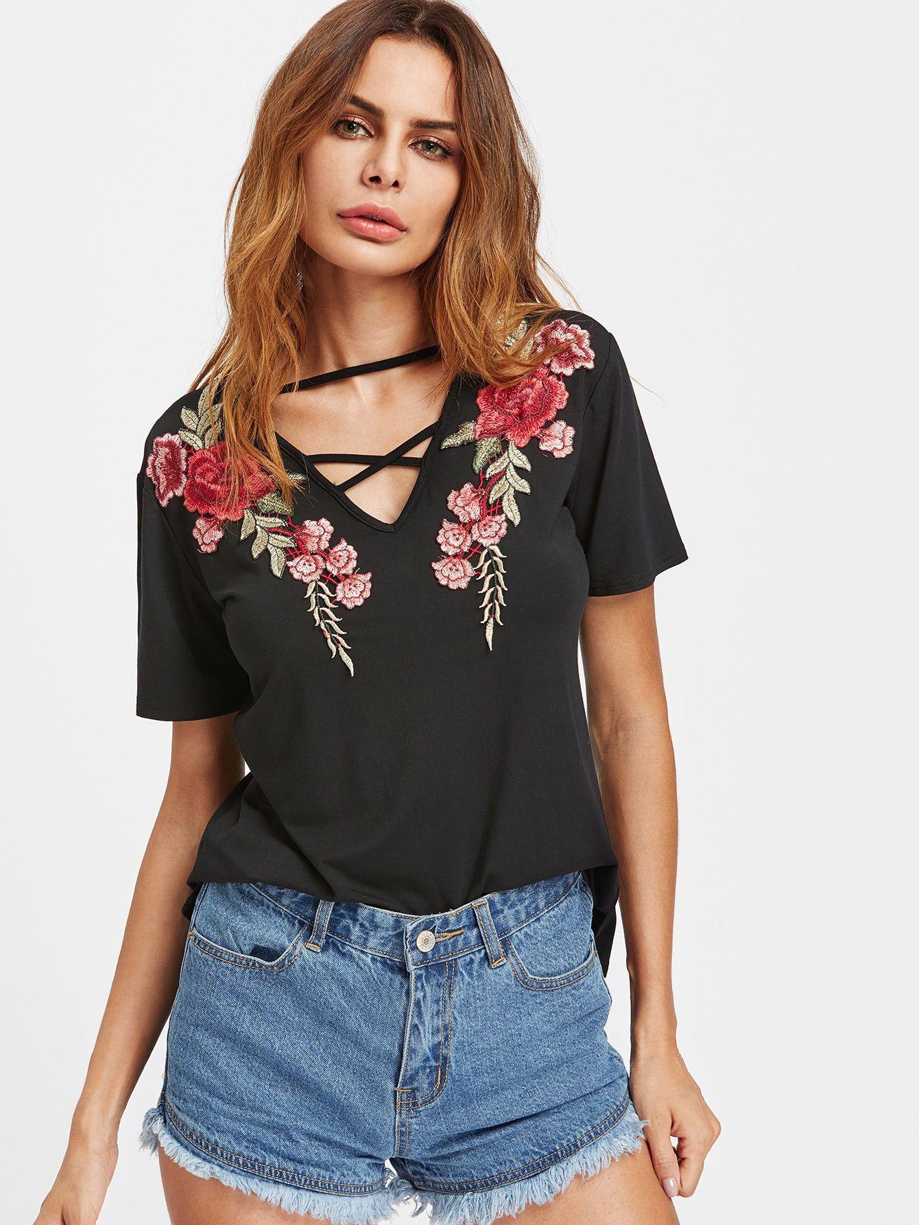 Camiseta con cuello en V con tiras con parche de rosa -Spanish  SheIn(Sheinside) 05aef334260ff