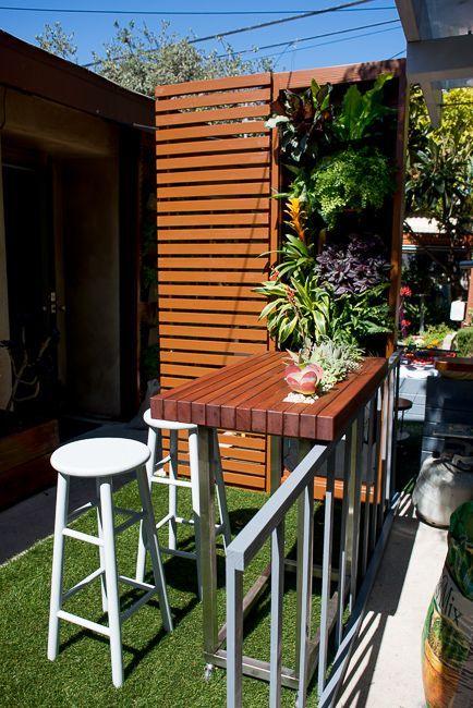 Design Fair Recap: Notes From a Balcony Garden Installation, and Our First-Ever Presentation Balcony garden installation by the HorticultBalcony garden installation by the Horticult