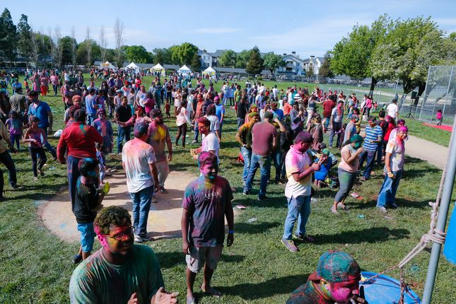 10000 attend Holi festival of colors in Milpitas