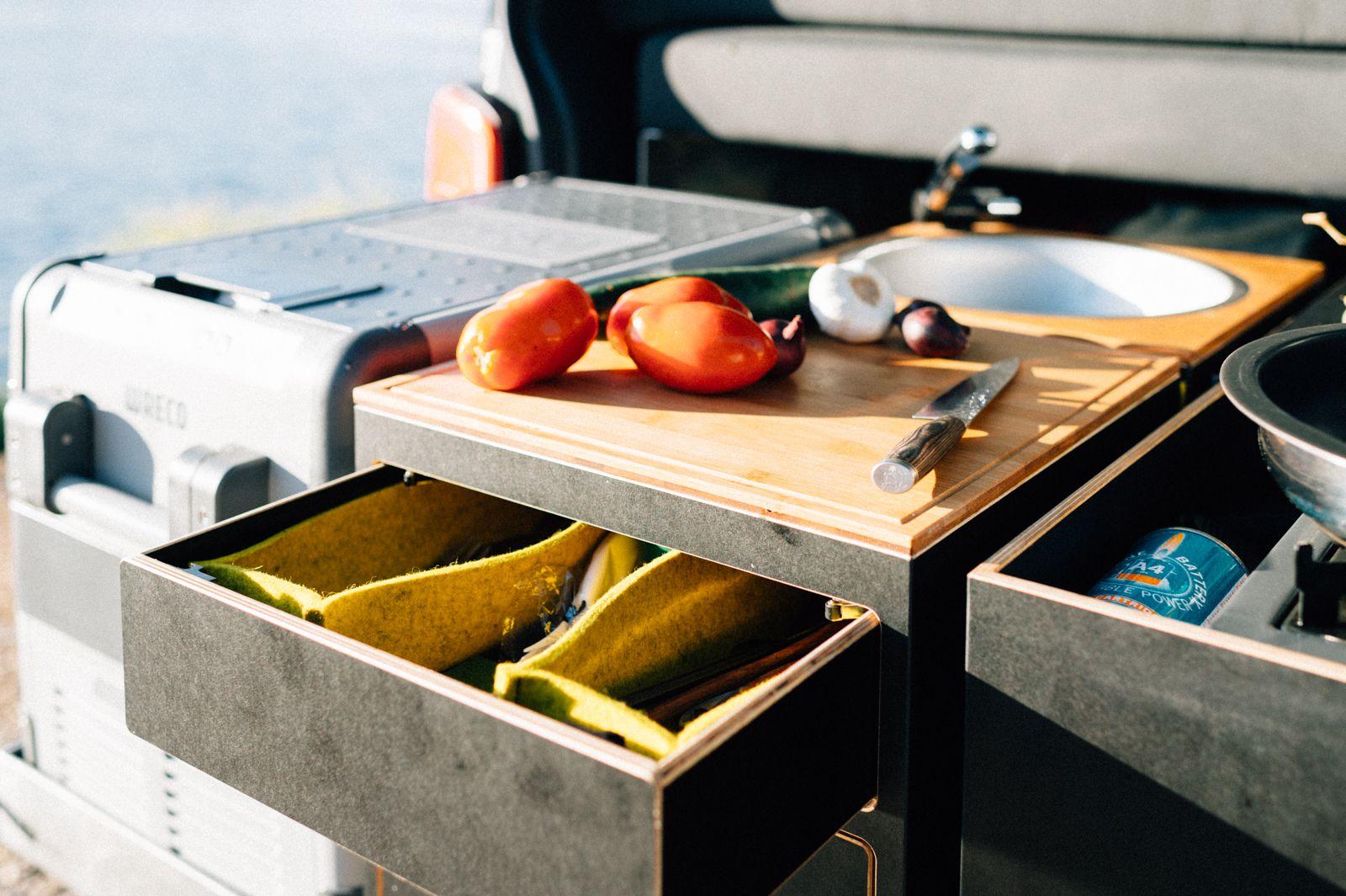 Campingküche beim VW T6 | campingbus ausbau | Pinterest | Vw