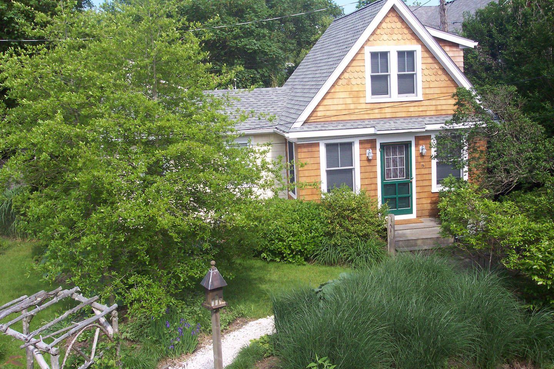 2 bdrm cottage walk to beach vacation rental in newport