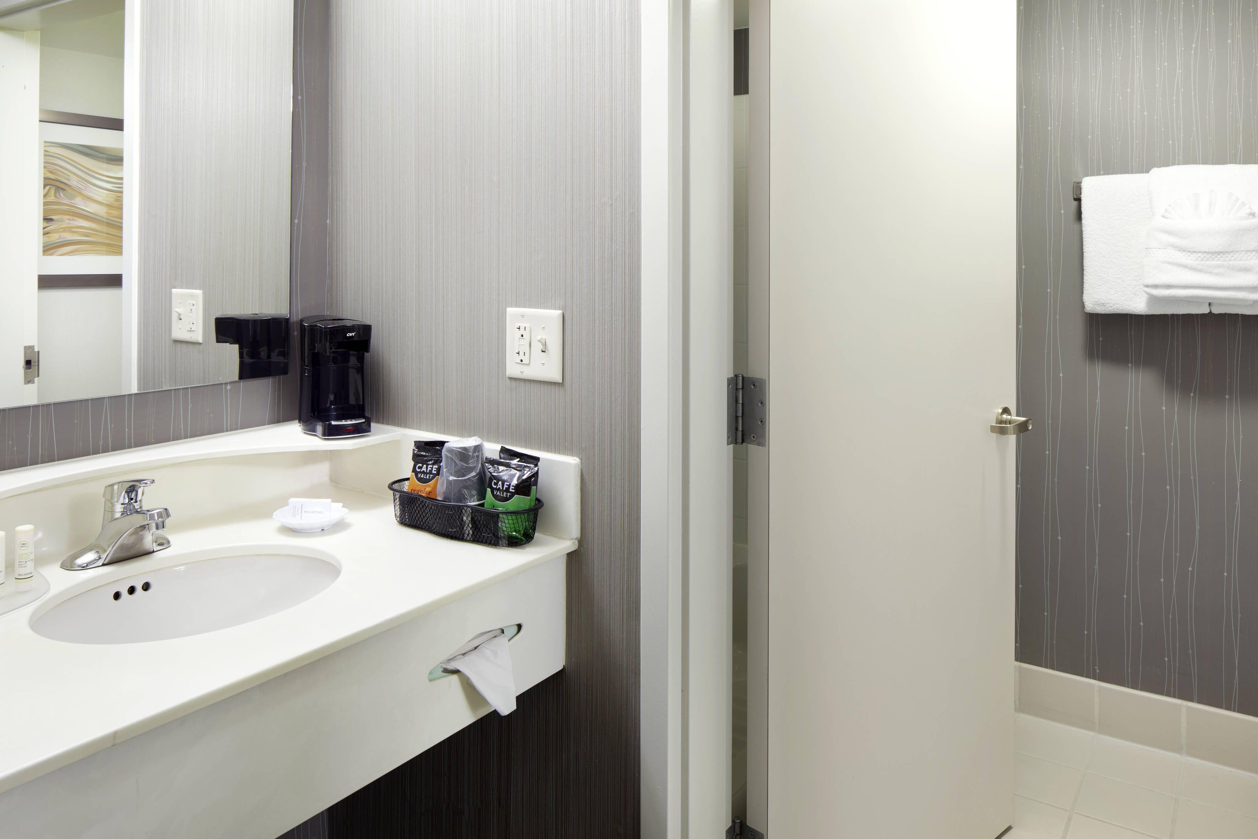 Courtyard Edison Woodbridge Guest Bathroom Vanity Hotels