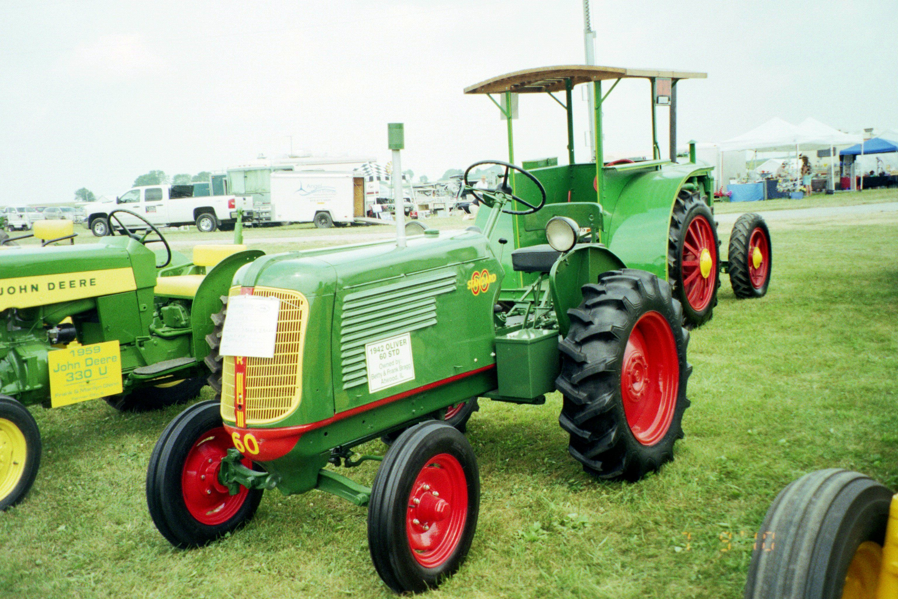 Small  1942 Oliver 60 standard in Penfield 2010