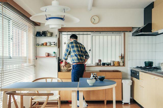 Artekの半円テーブルとならキッチンのカウンター使いにピッタリ 画像天板カラー 左右ともに ペトロブルー アルテック テーブル インテリア 部屋 インテリア
