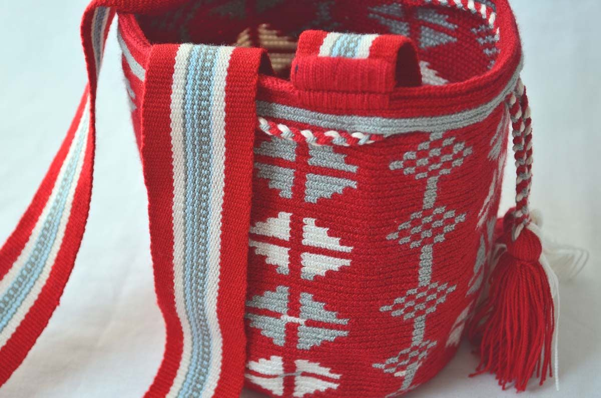 WAYUU BAG – Mini Mochila. Handwoven by a woman from the Wayuu Tribe. www.colombiart.co