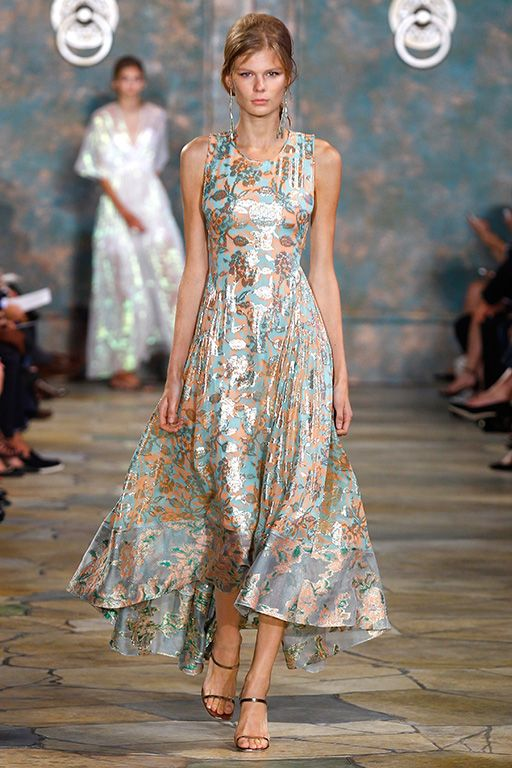 Naturally pretty: an evening gown in an opalescent floral #toryburch ...