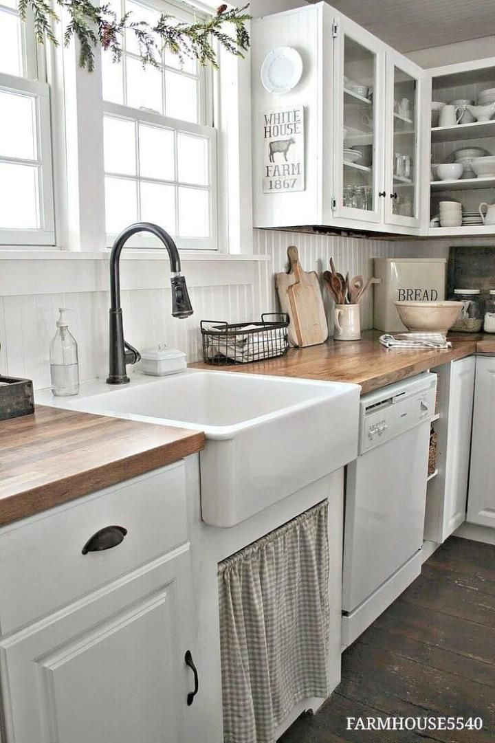 26+ Unique Farmhouse and Sink Kitchen Design Ideas - Rustic farmhouse kitchen, Farmhouse kitchen decor, Farmhouse kitchen backsplash, Farmhouse kitchen cabinets, Farmhouse kitchen design, Farmhouse style kitchen - Farmhouse kitchen design ideas  The right kitchen backsplash can pull the entire kitchen together and create the perfect farmhouse kitchen for your family