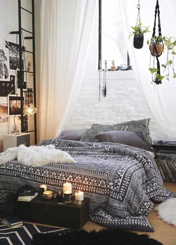 une chambre noire et blanche au style boh me minimal ma chambre cosy parfaite invitation au. Black Bedroom Furniture Sets. Home Design Ideas