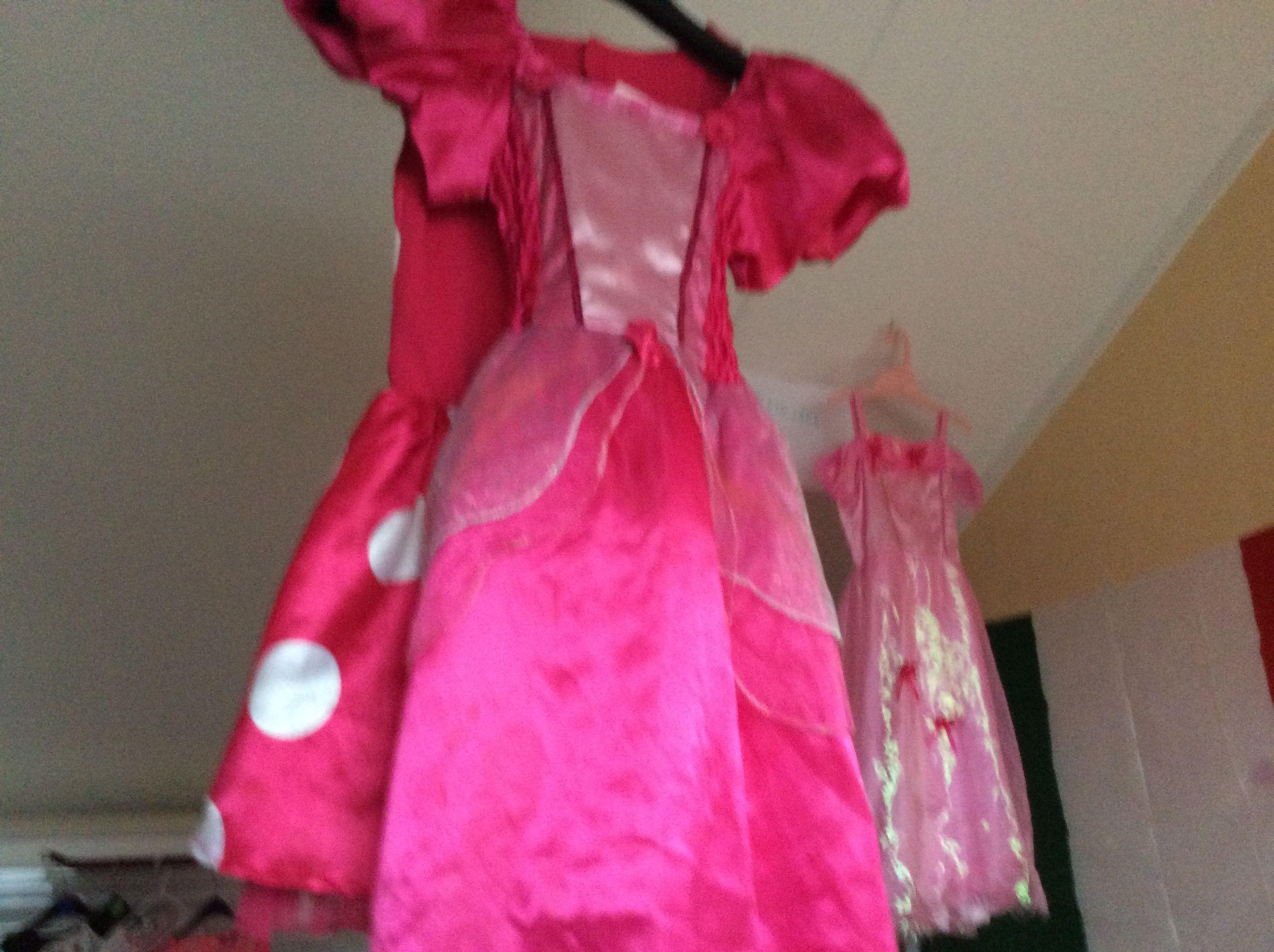 bruidsmeisje jurk met een bloemetje aan de voorkant en de