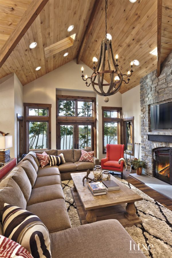 White Mountain Great Room With Wooden Chandelier Cabin Interior Design Cabin Interiors Rustic Living Room