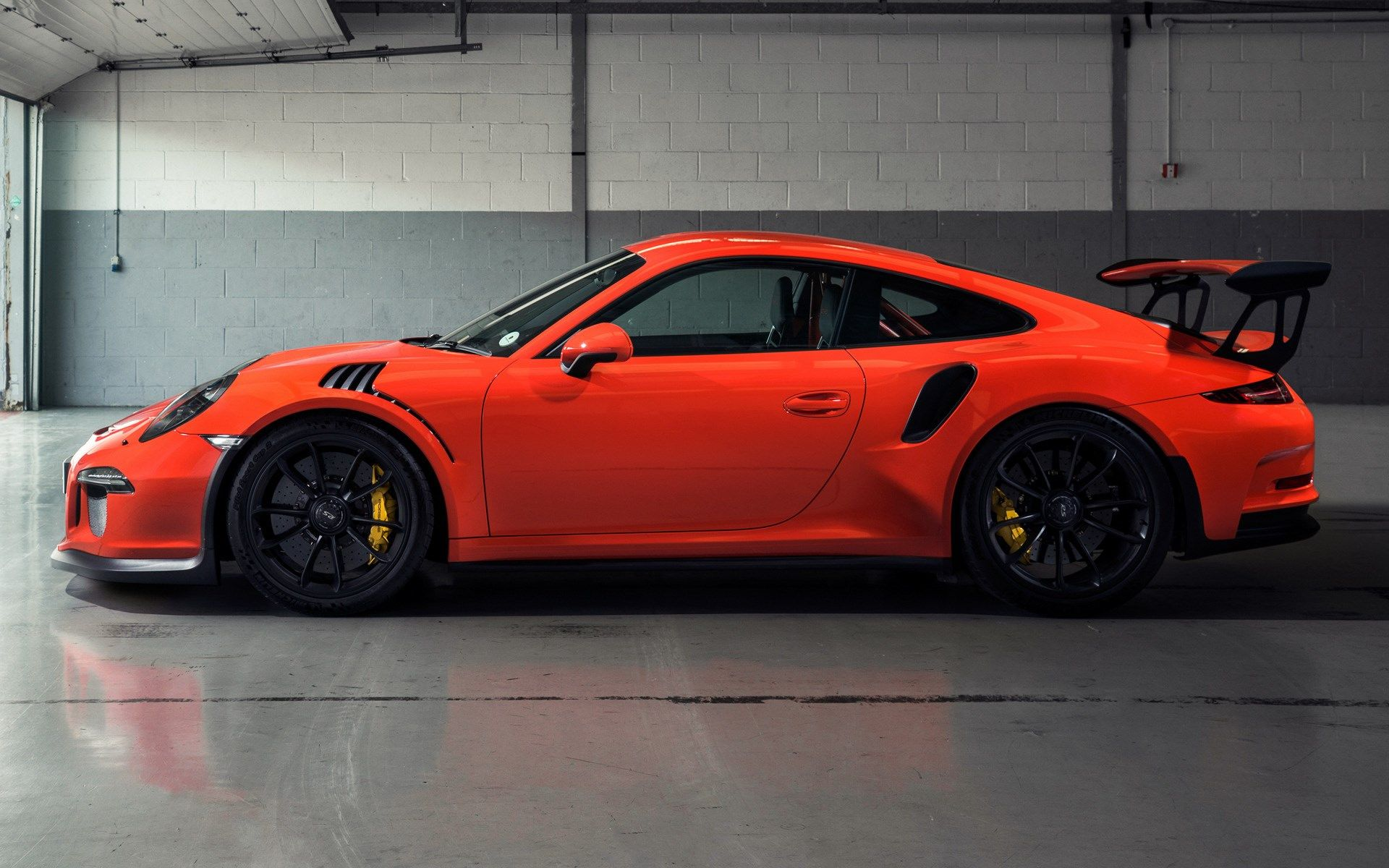 Pin By Craig Mcdermott On Home In 2020 Porsche 911 Gt3 Porsche 911 Iphone Wallpaper Hipster