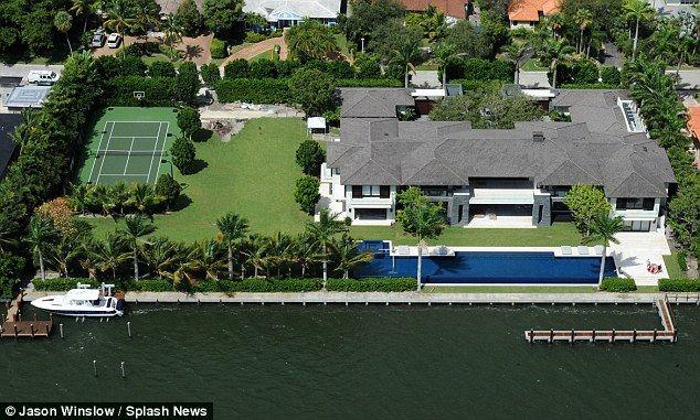 Enrique Iglesias Moves Into 26 Million Waterfront Miami Mansion Miami Mansion Miami Houses Mansions