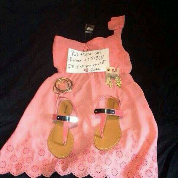 Ide Die Boyfriend Leaves His Girlfriend New Outfit And Note Tells Her To Be Ready For Their Date