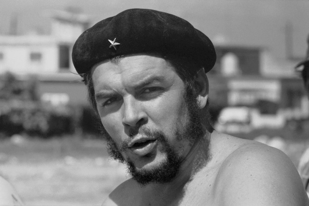 21st January 1962 Stripped To The Waist Argentine Born Revolutionary Ernesto Che Guevara 1928 1 1928 1967 Ernesto Che Che Guevara Che Guevara Images
