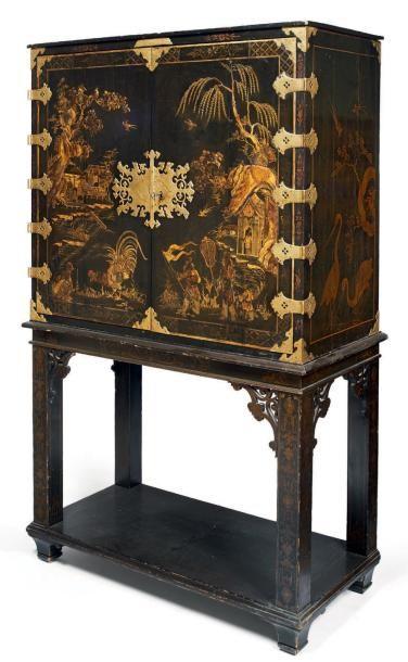 Cabinet En Laque Polychrome à Rehaut Dor Sur Fond Noir à L