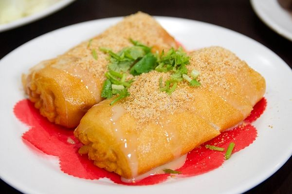 deep fried bun topped with ground peanut, coriander and condensed milk drizzle | Taiwanese cuisine