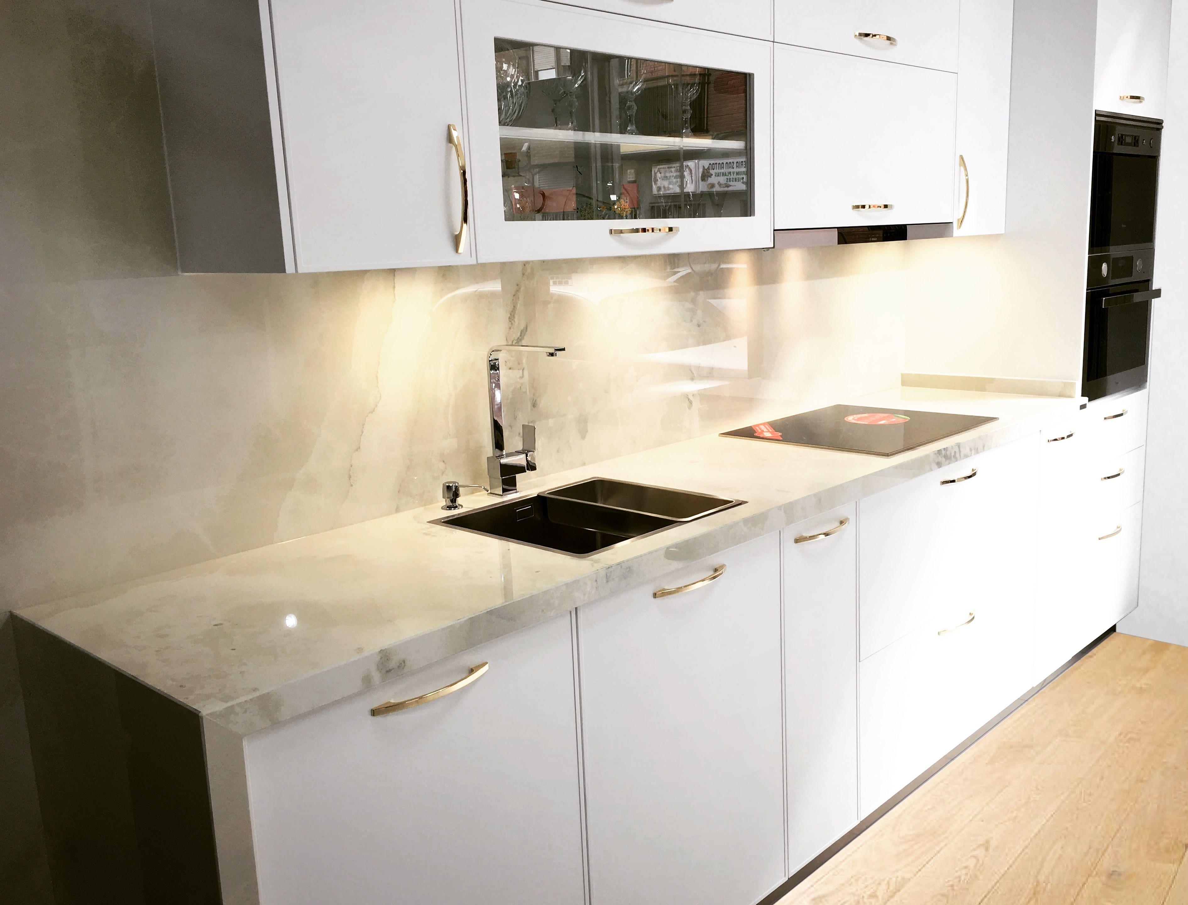 Laca blanca y dekton fiord en 2019 cocinas pinterest cocinas cocinas peque as y encimeras - Exposicion cocinas barcelona ...