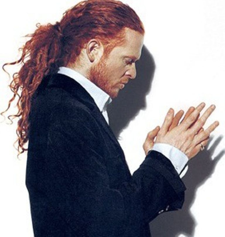 male singer with red hair at the 2015 grammys mick hucknall born michael james hucknall 8 june 1960