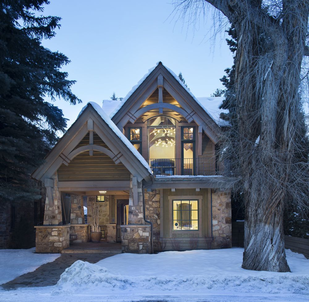 This Aspen Ski Chalet Went From Boring To Alpine Chic Aspen House Mountain House Plans Modern Mountain Home