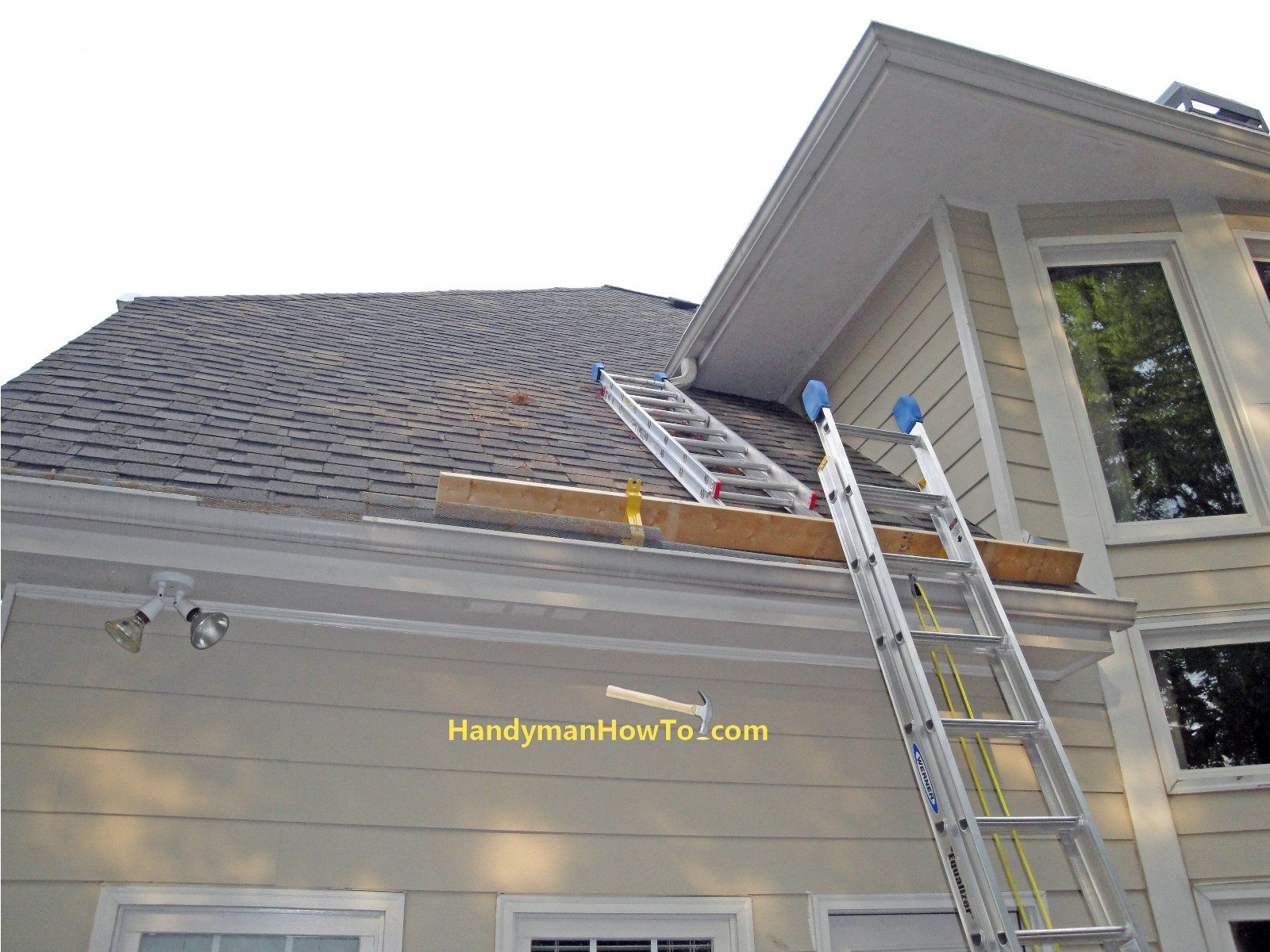 Roof Brackets And Ladders For Rotted Soffit And Fascia Repair Roof Repair Diy Roof Repair Home Repairs
