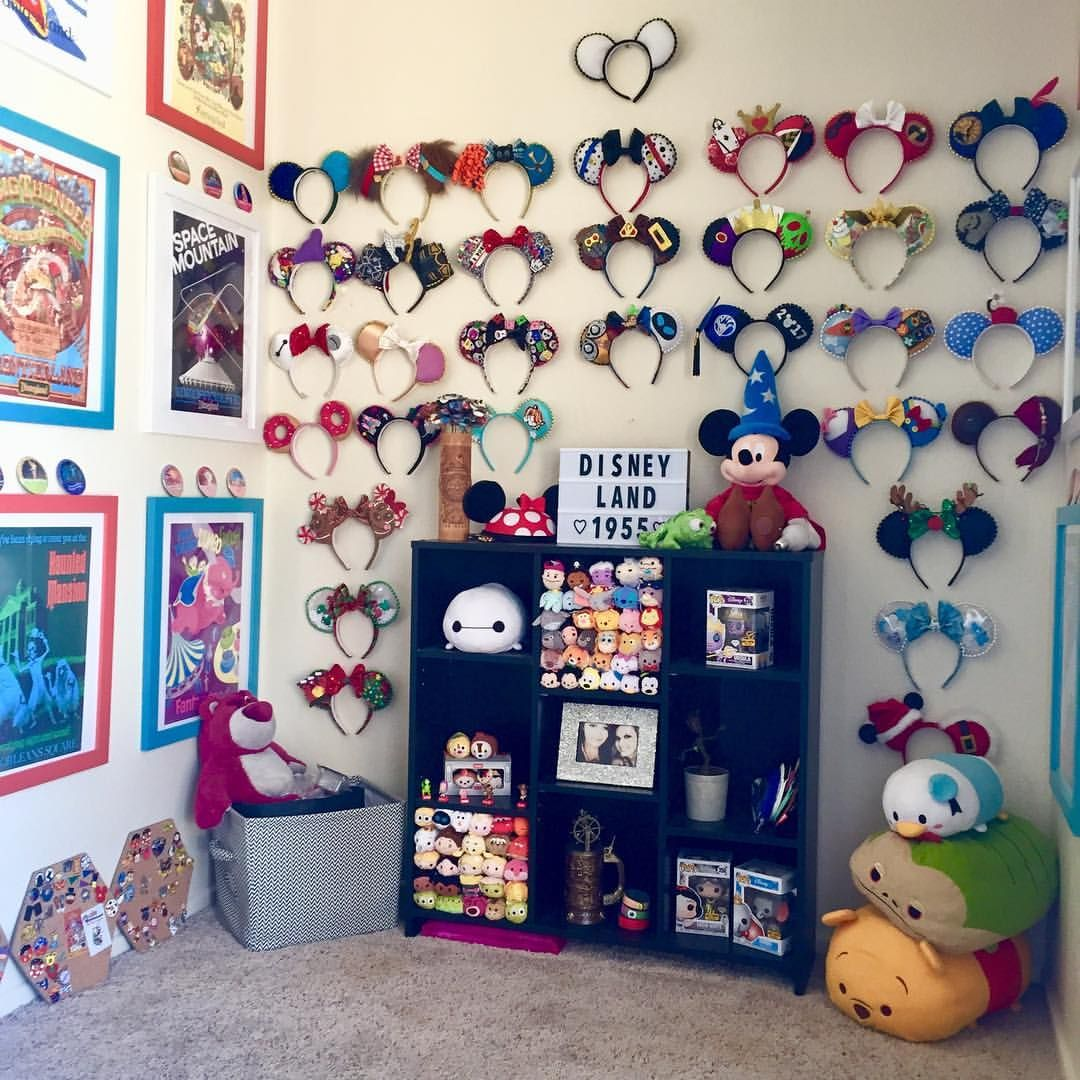 2 206 Likes 71 Comments Mouseketears Bowtique Mouseketearsbowtique On Instagram Nearly Done With Disney Room Decor Disney Kids Rooms Disney Home Decor