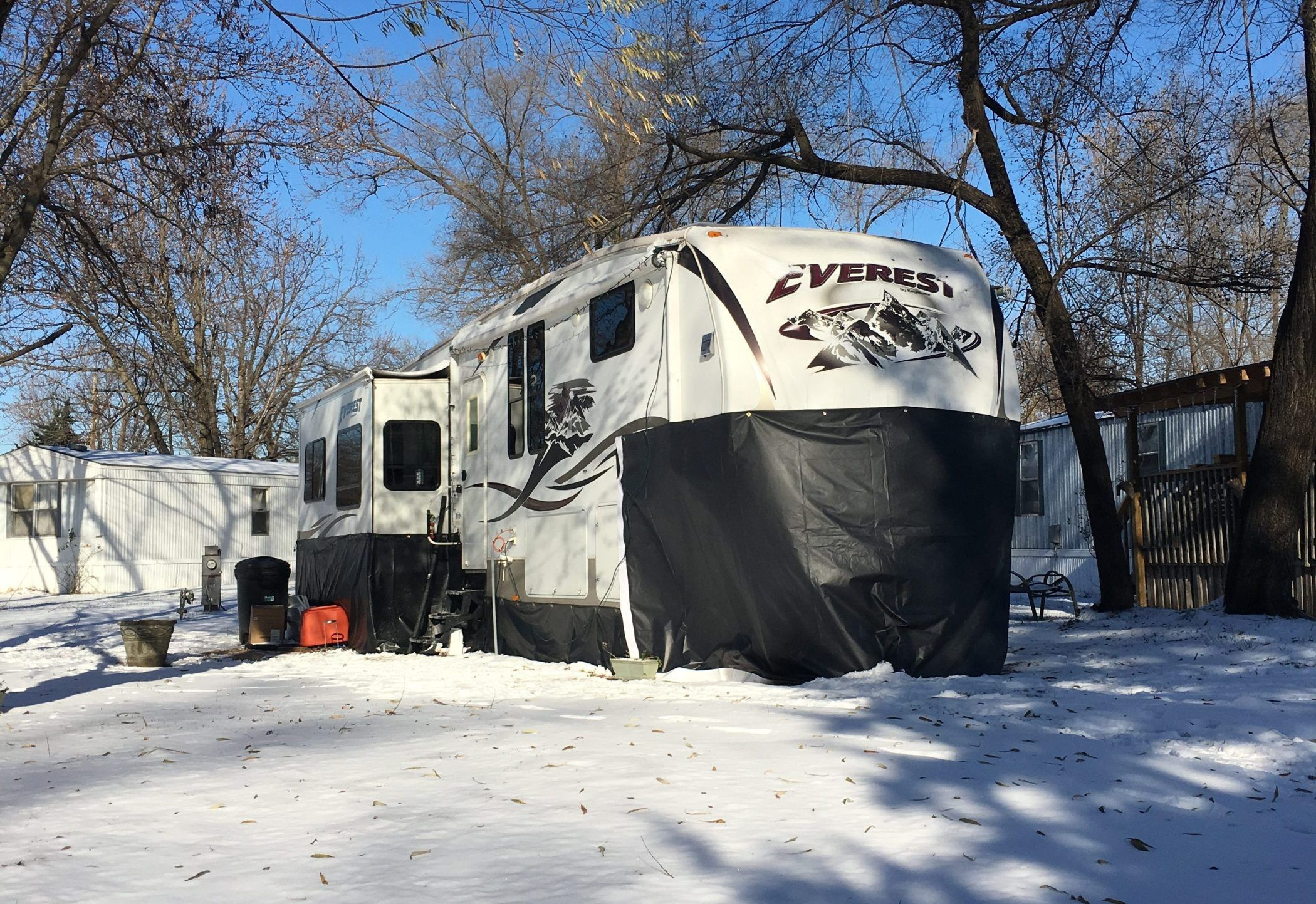 How We Prepare Our RV For Cold Weather Living (con