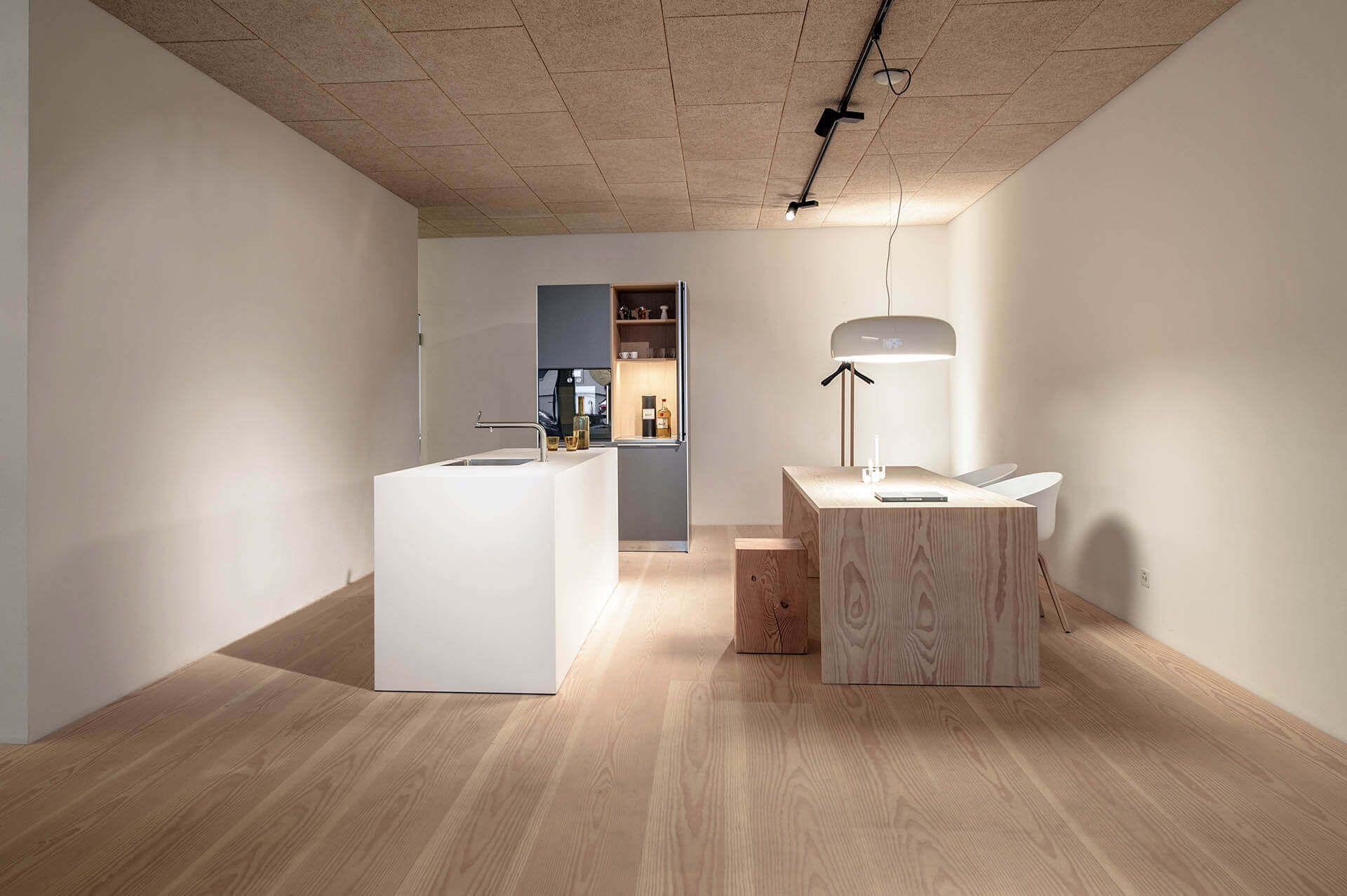 bulthaupt k che auf dielenboden mit pur natur dielen douglasie select 300mm breit und tisch aus. Black Bedroom Furniture Sets. Home Design Ideas
