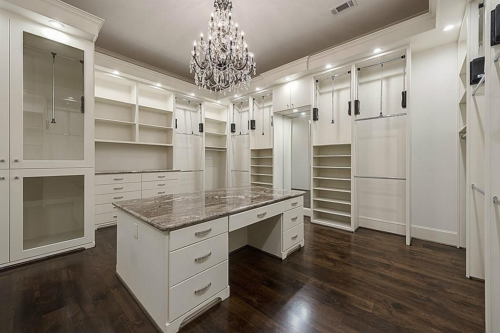 5559 Holly Springs Dr Houston Tx 77056 Photo Master Closet With