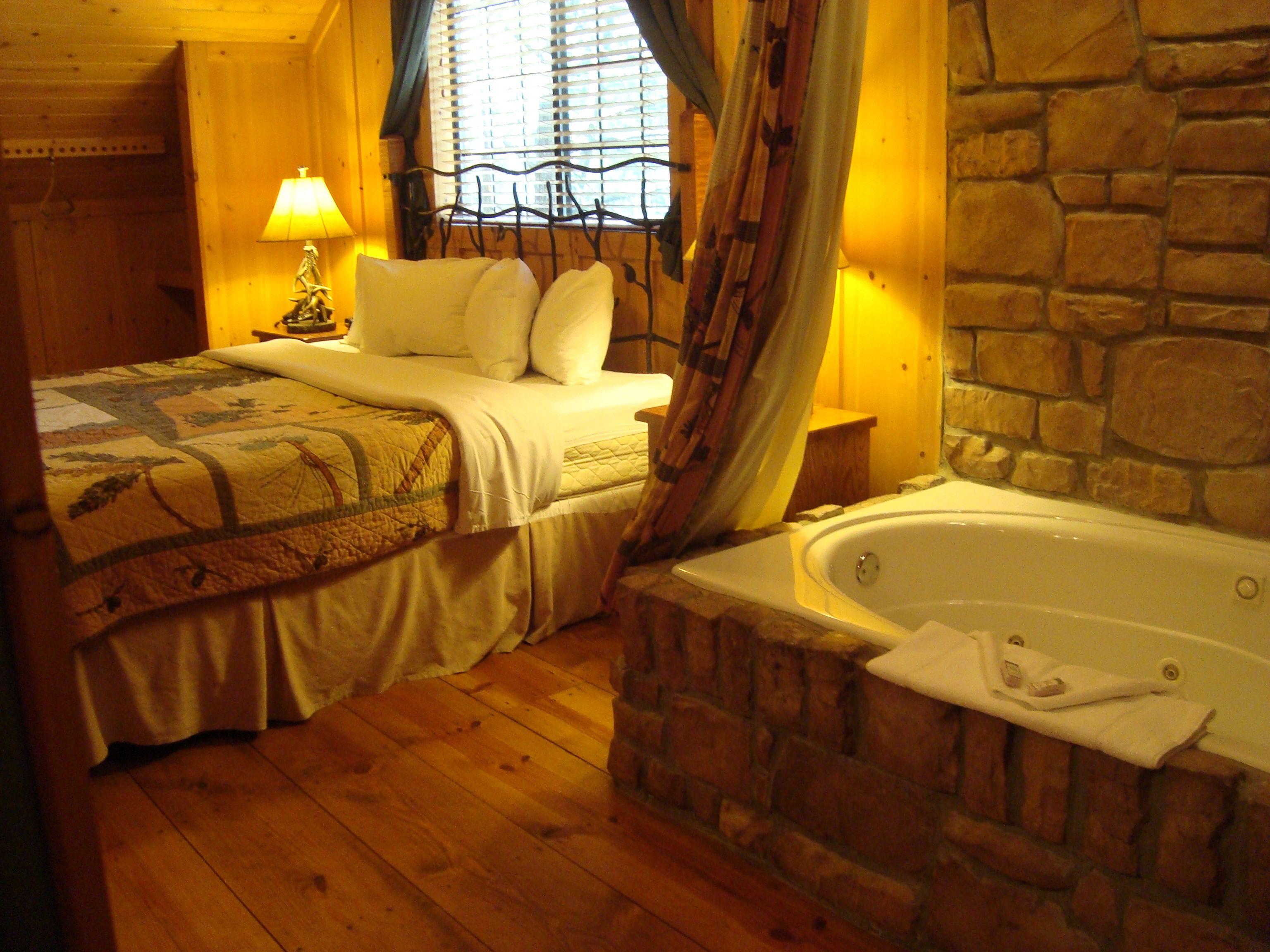 Green Mountain Resort Branson, Missouri (Master Bedroom w/ Jacuzzi ...