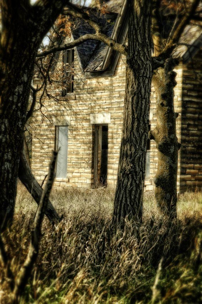 THIS IS BEAUTIFUL!!!! Kansas Limestone Farm House Stone