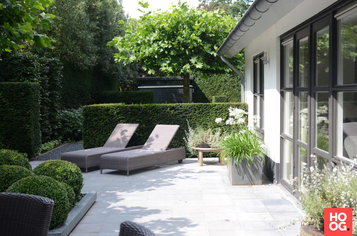 Groenseizoen moderne tuin met lounge hoog □ exclusieve woon