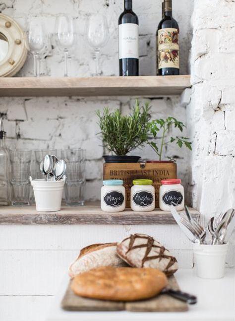 Holzregal Küche steinwand mit holzregal für die küche regale