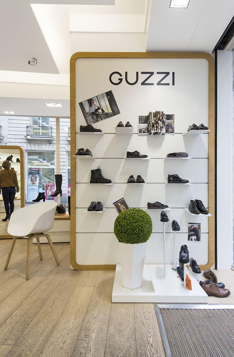 Voici L Agencement Du Magasin De Chaussures Guzzi De Nantes Centre Ville Rue D Orleans Nouveautes Prix Interes Shoe Store Design Store Design Retail Design