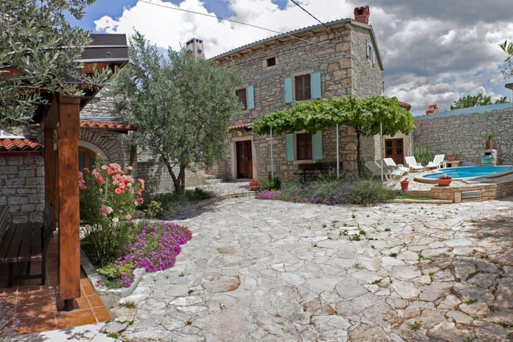 Villa in Orihi 24, Kroatien. Willkommen im kleinen Dorf