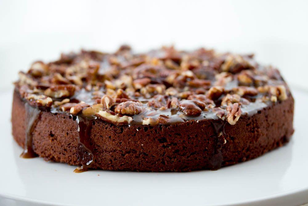Photo of Französischer Schokoladenkuchen mit Pekannussschale und heißem Karamell …