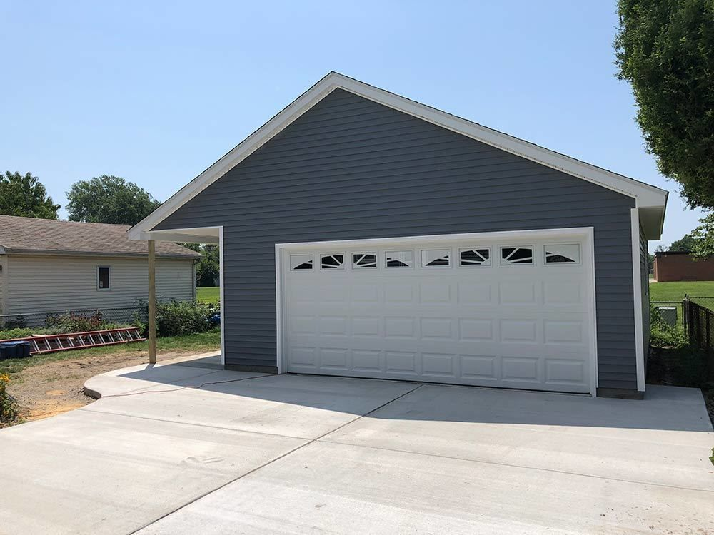 This Garage Looks Really Nice I Love How It Has That Overhang To