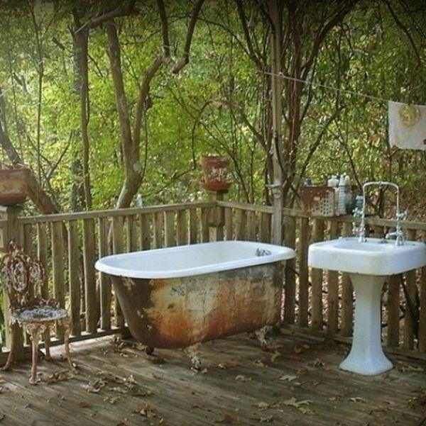 Le modèle de salle de bain extérieur- pureté pour l'esprit et le corp - vieille-modèle-de-salle-de-bain-extérieure