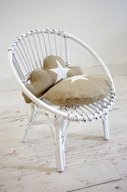 Chaise d 39 enfant r tro en osier blanc et coussins lin for Chaise en osier