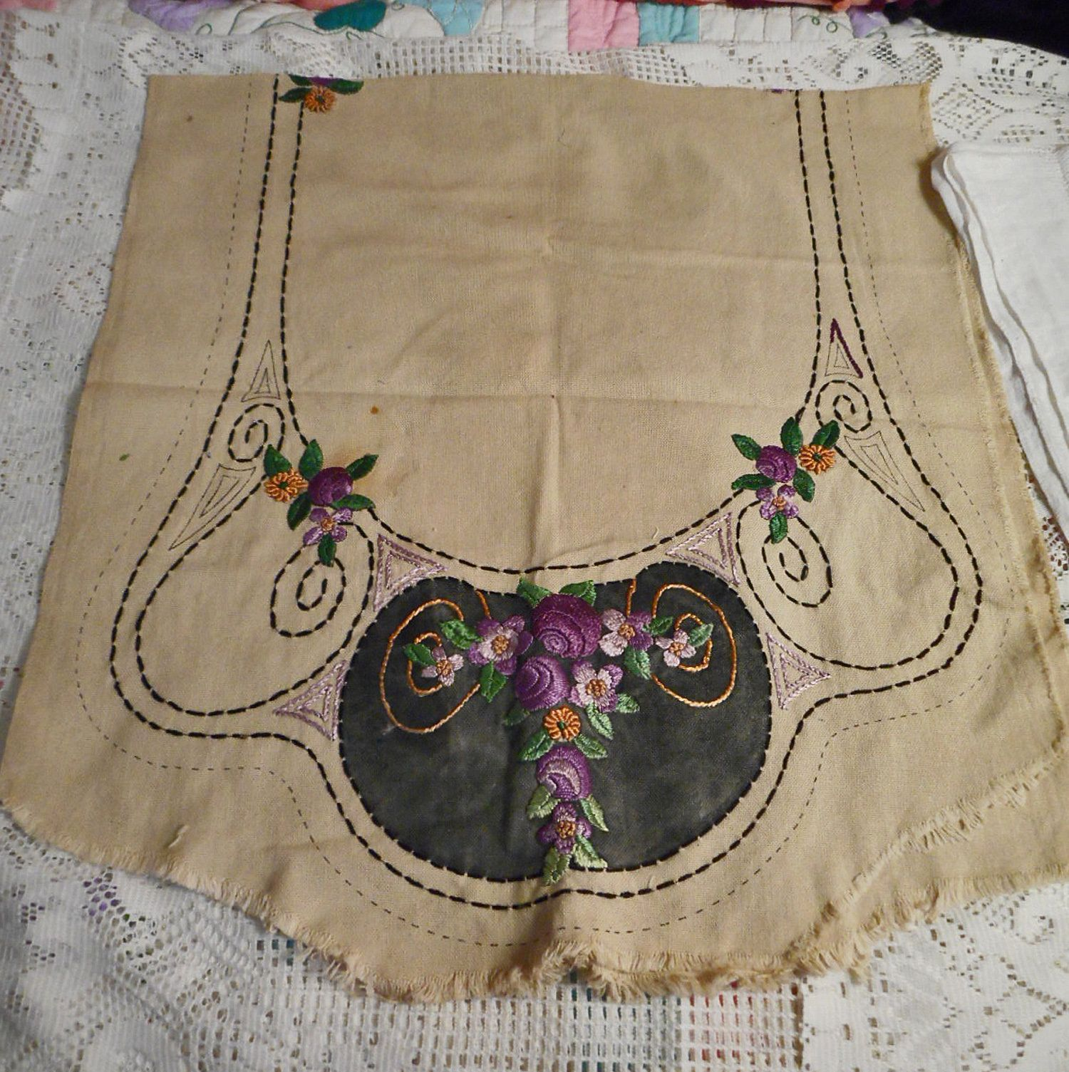 Stamped for Embroidery Table Runner//Dresser Scarf Daisies /& Violets