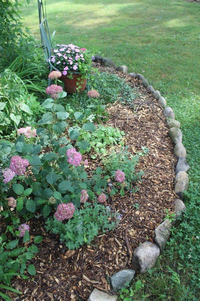 Edging Your Country Garden In Fieldstones Garden Border Stones Stone Landscaping Garden Borders