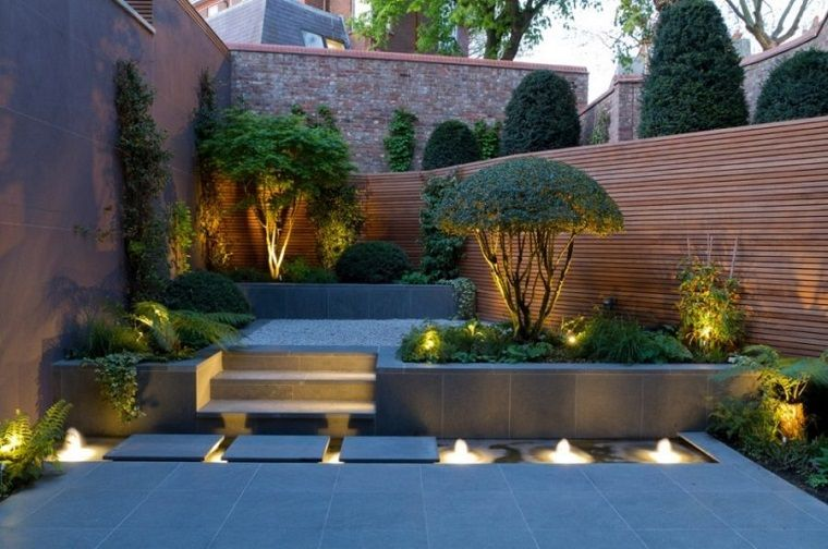 idee giardino con più livelli e un vialetto moderno   vialetto ... - Idee Patio Con Giardino
