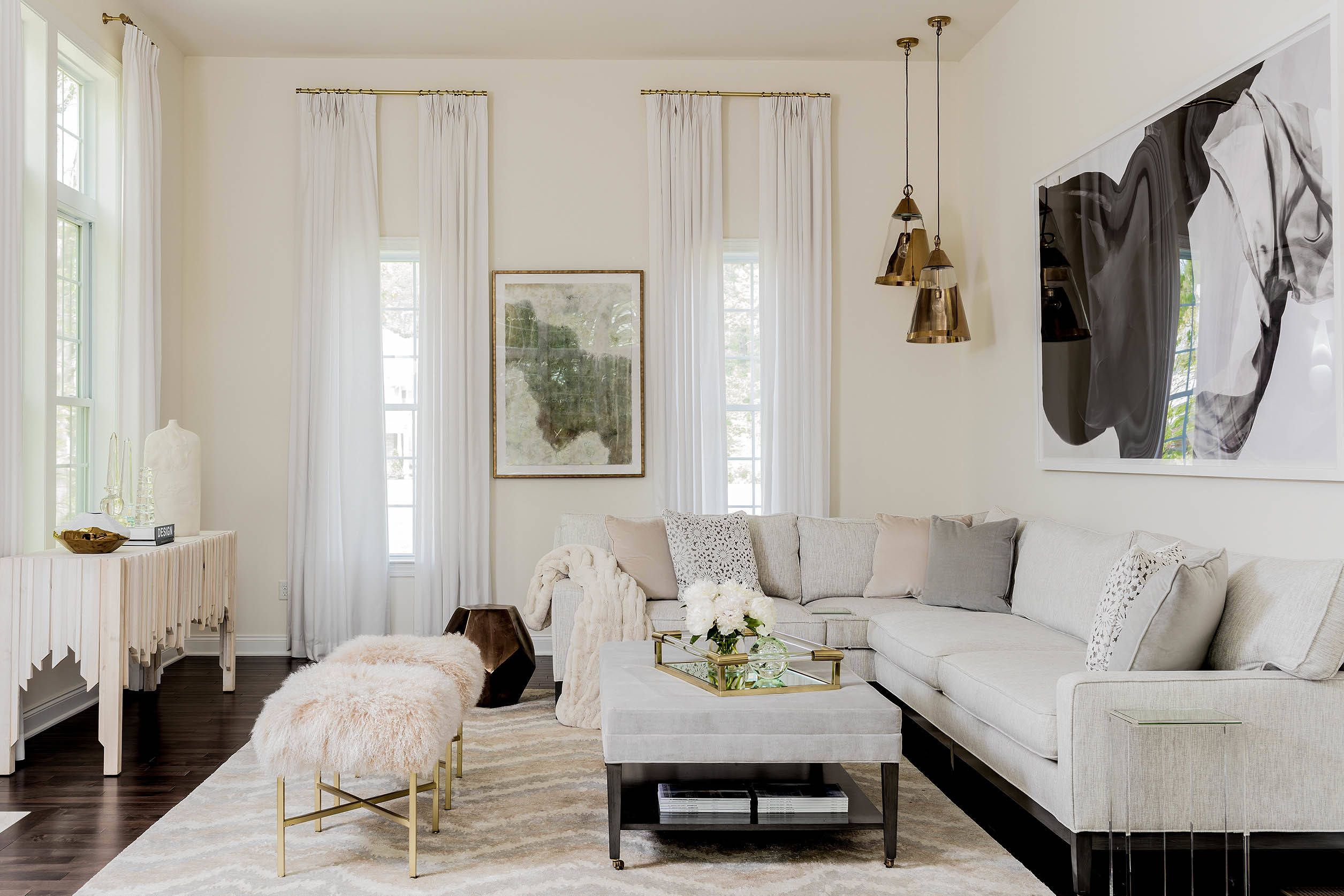 House Tour Check Out This Insanely Gorgeous Sophisticated And Glamorous Estate Modern White Living Room Modern Glam Living Room Fresh Living Room