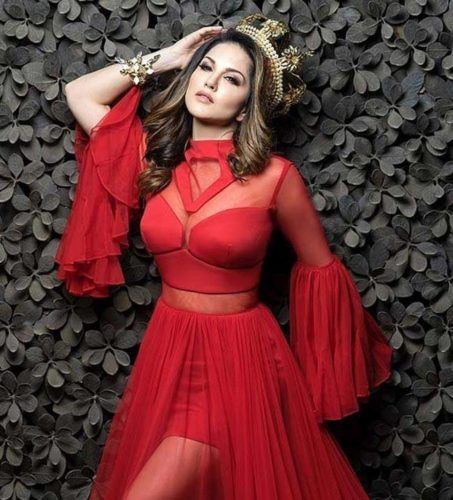 2a4c8c0ed8 smoking hot pic of Sunny Leone in dark red dress