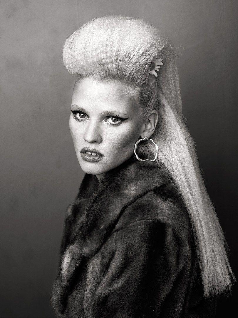 Lara Stone by Bjorn Looss for CR Fashion Book -