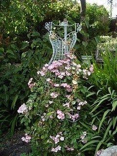 Eight DIY garden projects using mannequins – – Gardens